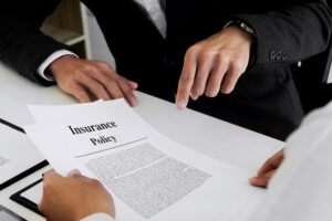 how does a homeowners insurance claim work