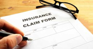how do insurance companies pay out claims
